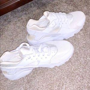 White Nike Huarache